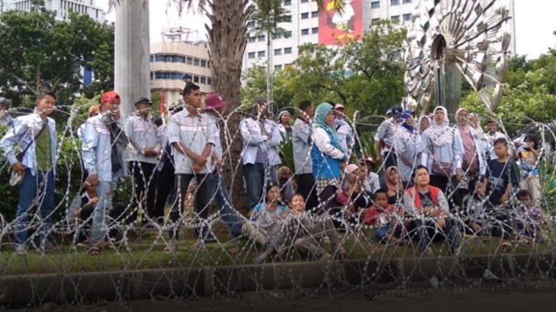 Demo di Depan Istana, Istri Sopir Tangki Pertamina Minta Hak Suami Dibayarkan