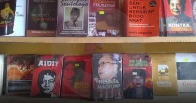 Diduga Berisi Ajaran Komunis, Sejumlah Buku Disita di Pare