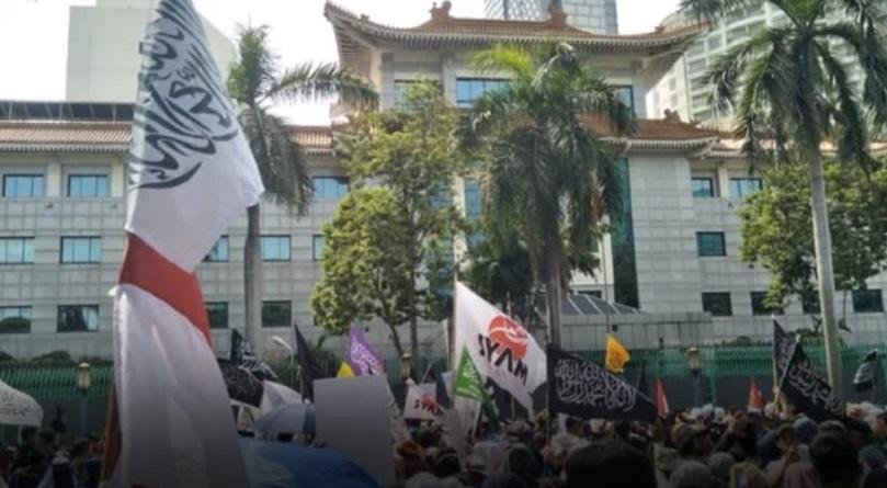 Peserta Aksi Bela Muslim Uighur Kepung Kedubes RRT