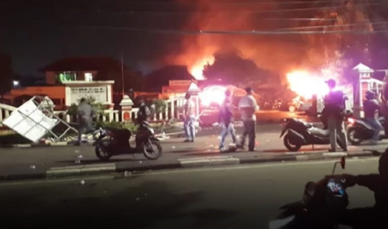 Polsek Ciracas Dibakar, Kapolda Massa Mencari Pemukul Rekannya