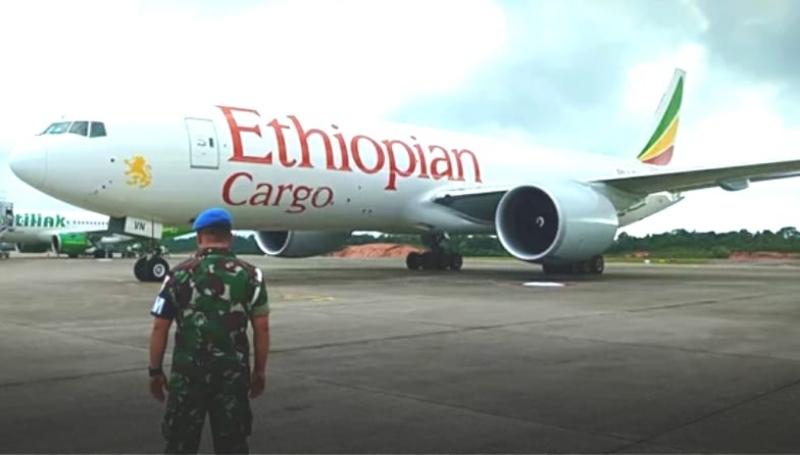 Lintasi Udara RI, Boeing 777 Asing Dipaksa Mendarat